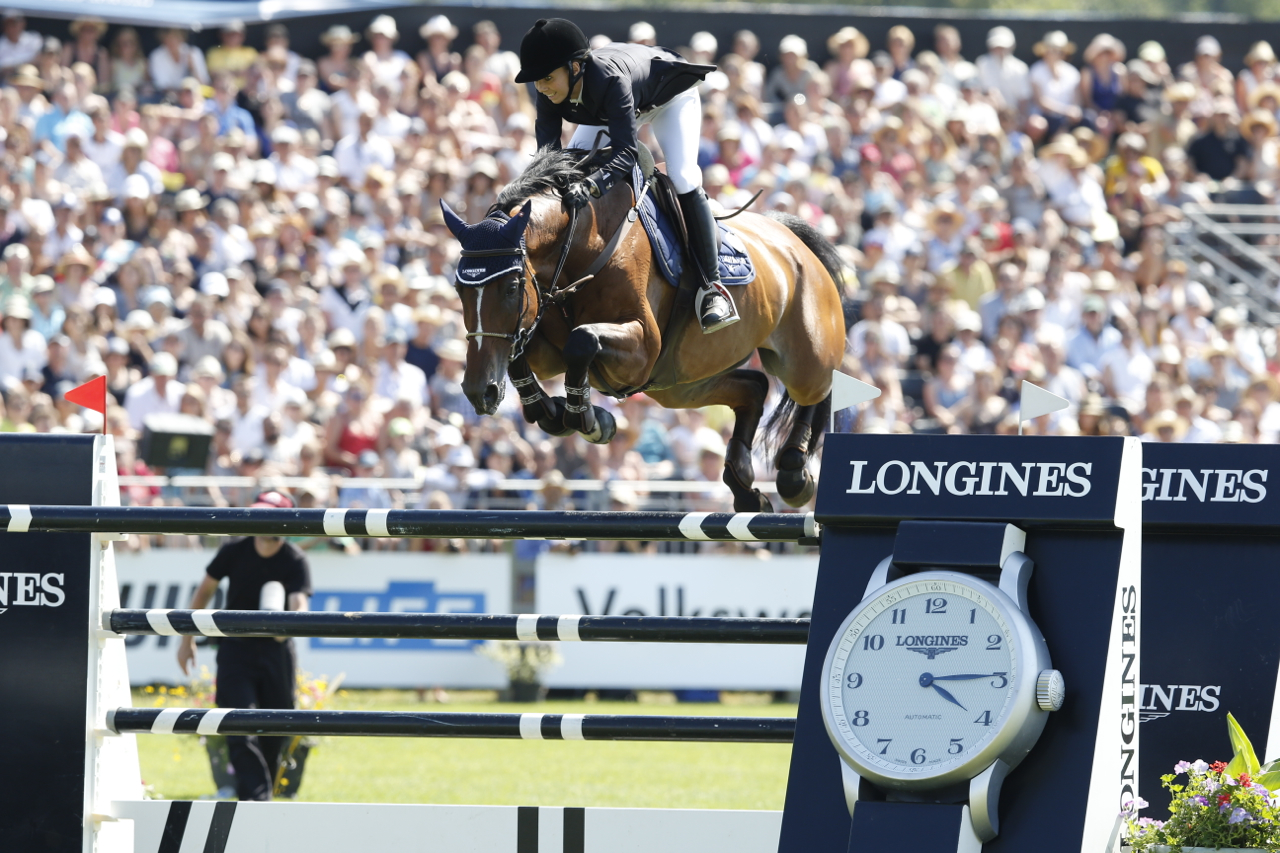 Swiss rider Jane Richard Philips goes clear